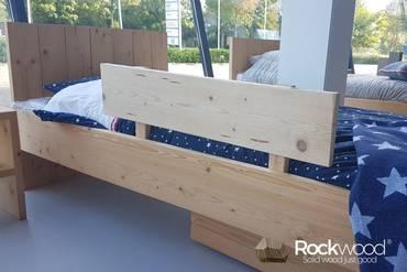 https://afbeelding.rockwoodkinderbedden.nl/images/BHST/Rockwood_Kinderbedden_Kinder_Bedhek_Steigerhout_klein.jpg