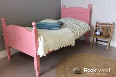 https://afbeelding.rockwoodkinderbedden.nl/images/KBAMP/Rockwood-Kinderbedden-Kinderbed-Amalia-Pink-3_klein.jpg