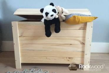 https://afbeelding.rockwoodkinderbedden.nl/images/SGOK/Rockwood-Kinderbedden-Speelgoedkist-Piraat-2_klein.jpg